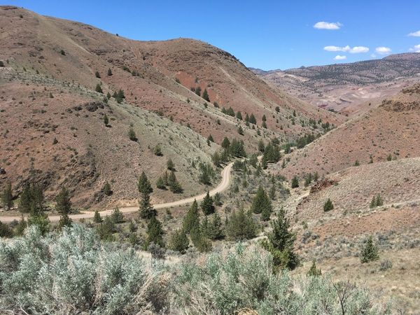 The gravel road leading down to Priest Hole along the John Day river.