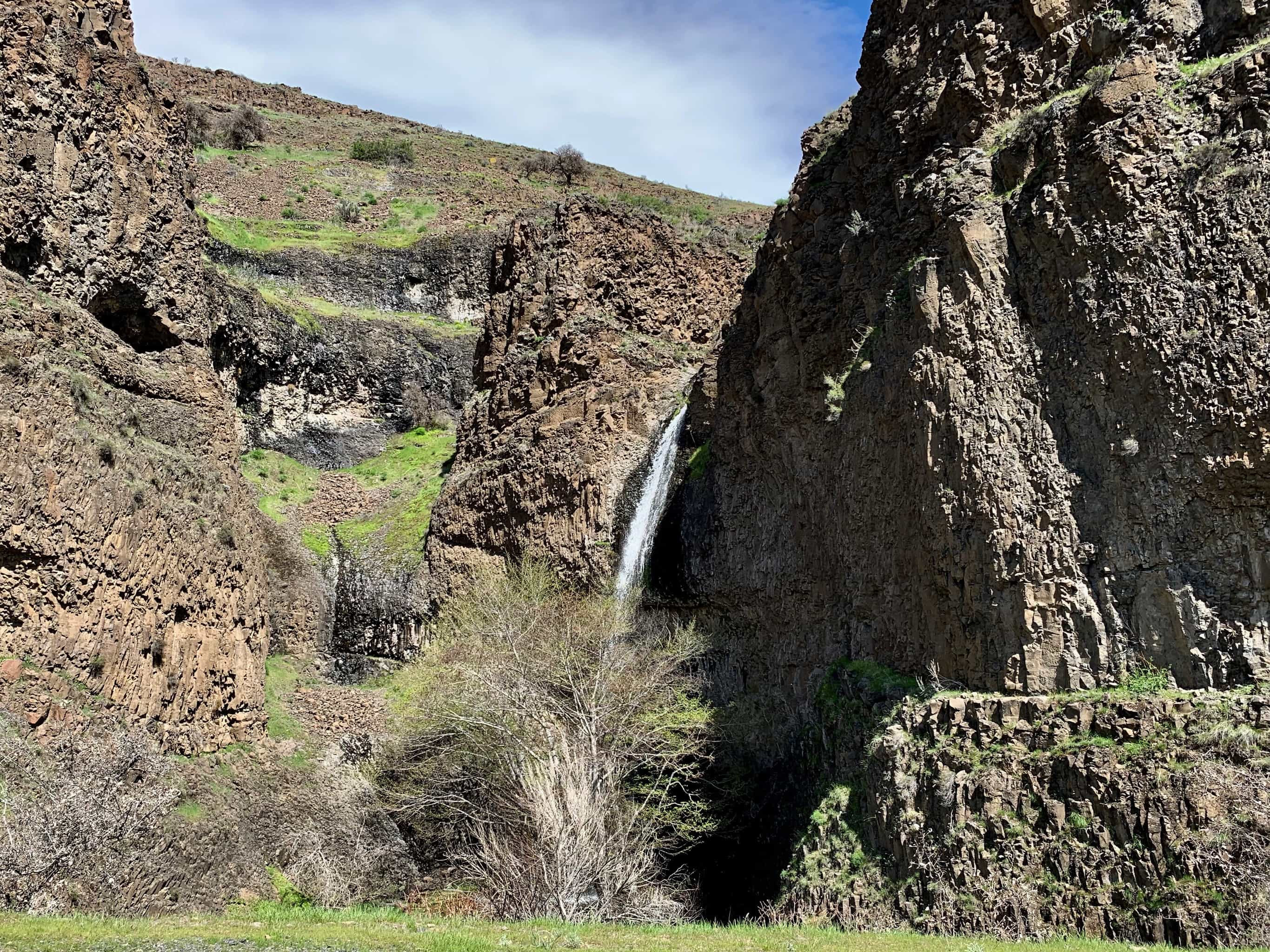Waterfall flowing into the lower Deschutes River.