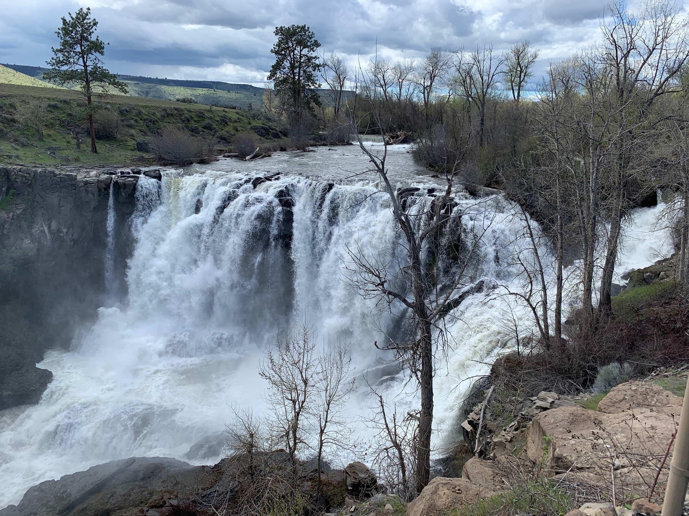 Bike rider on descent to Sherar's Falls.