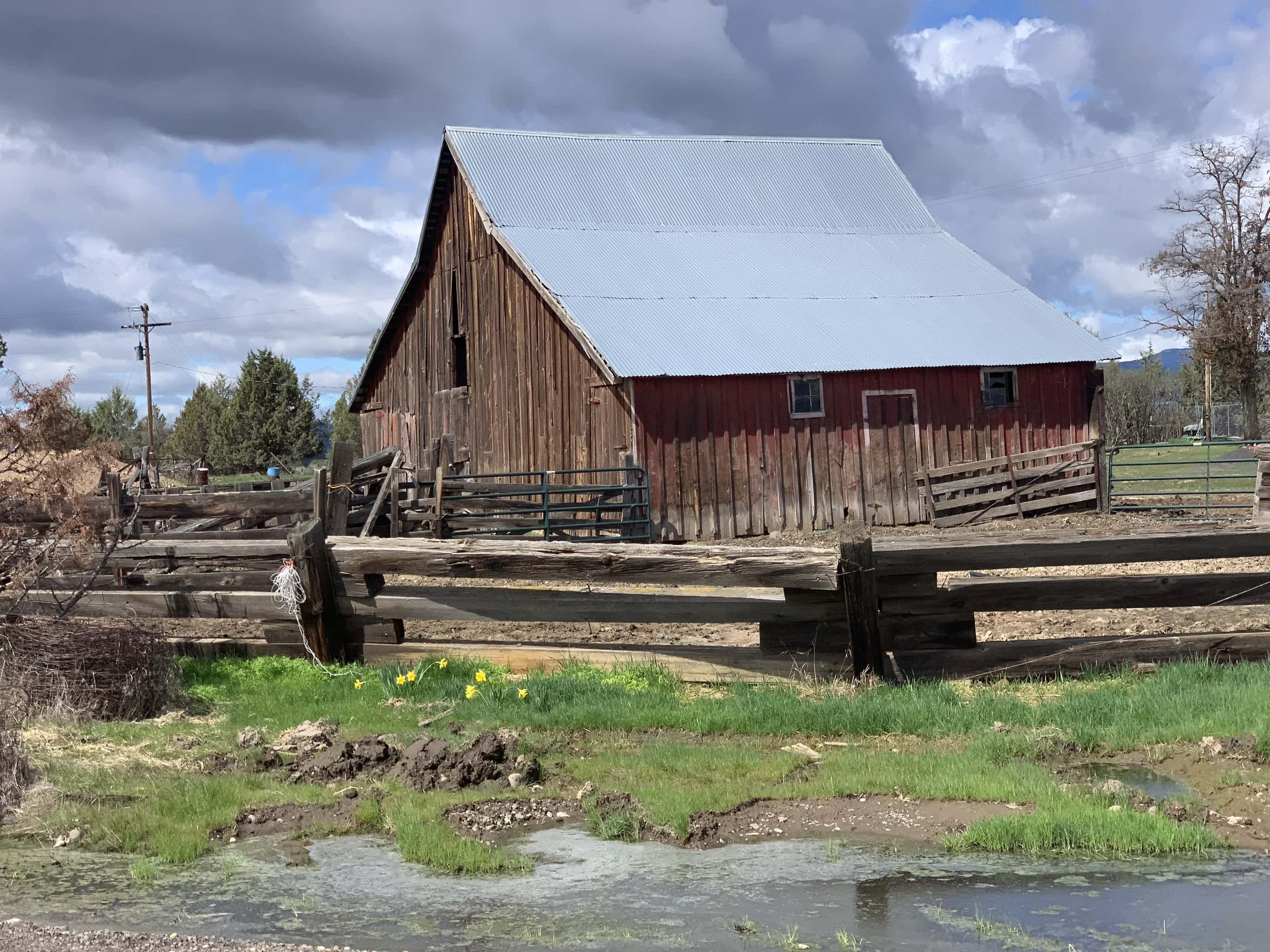 Old red barn just east of Maupin.