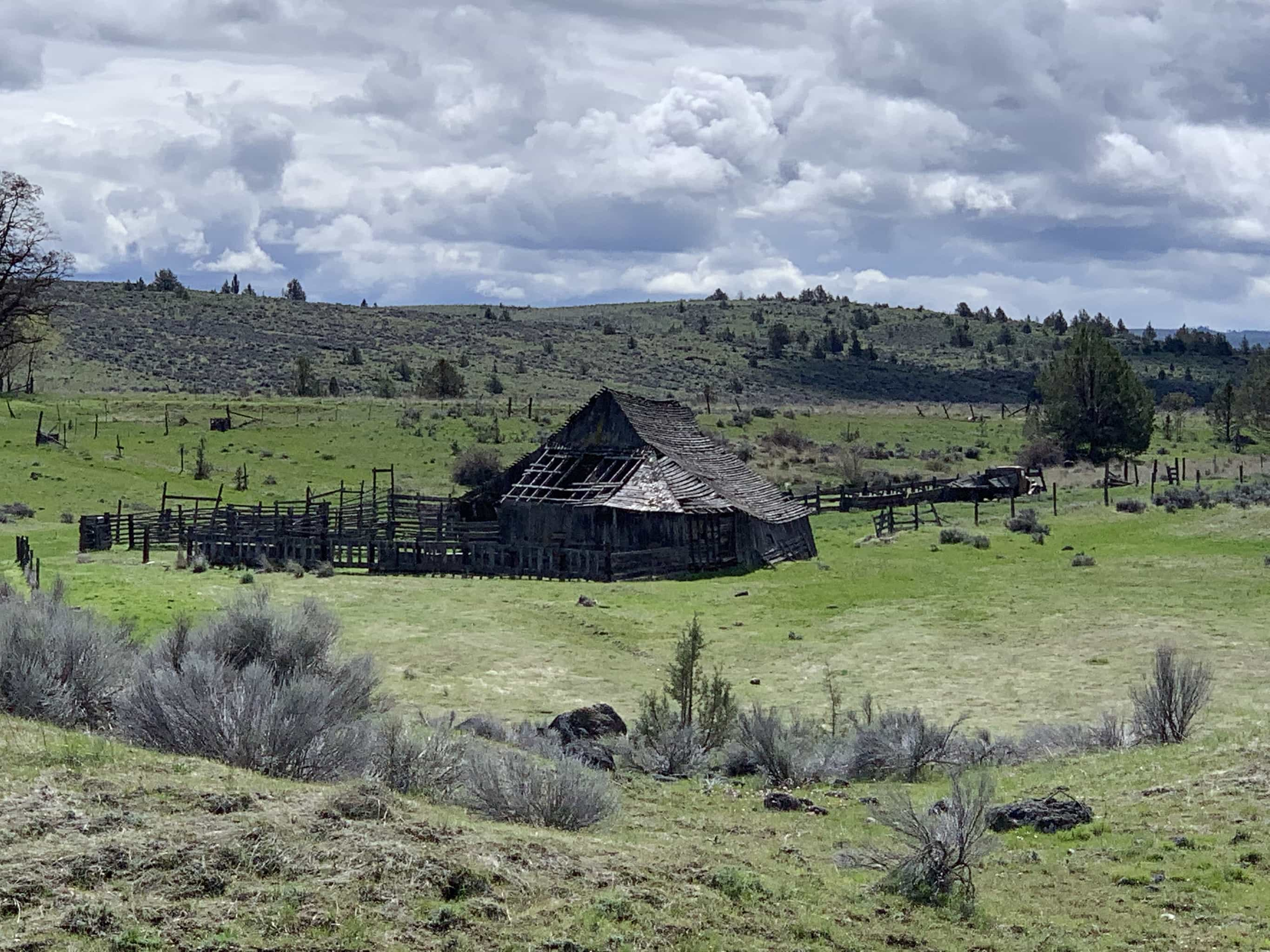Old ranch house near Tygh Valley / Maupin, Oregon.
