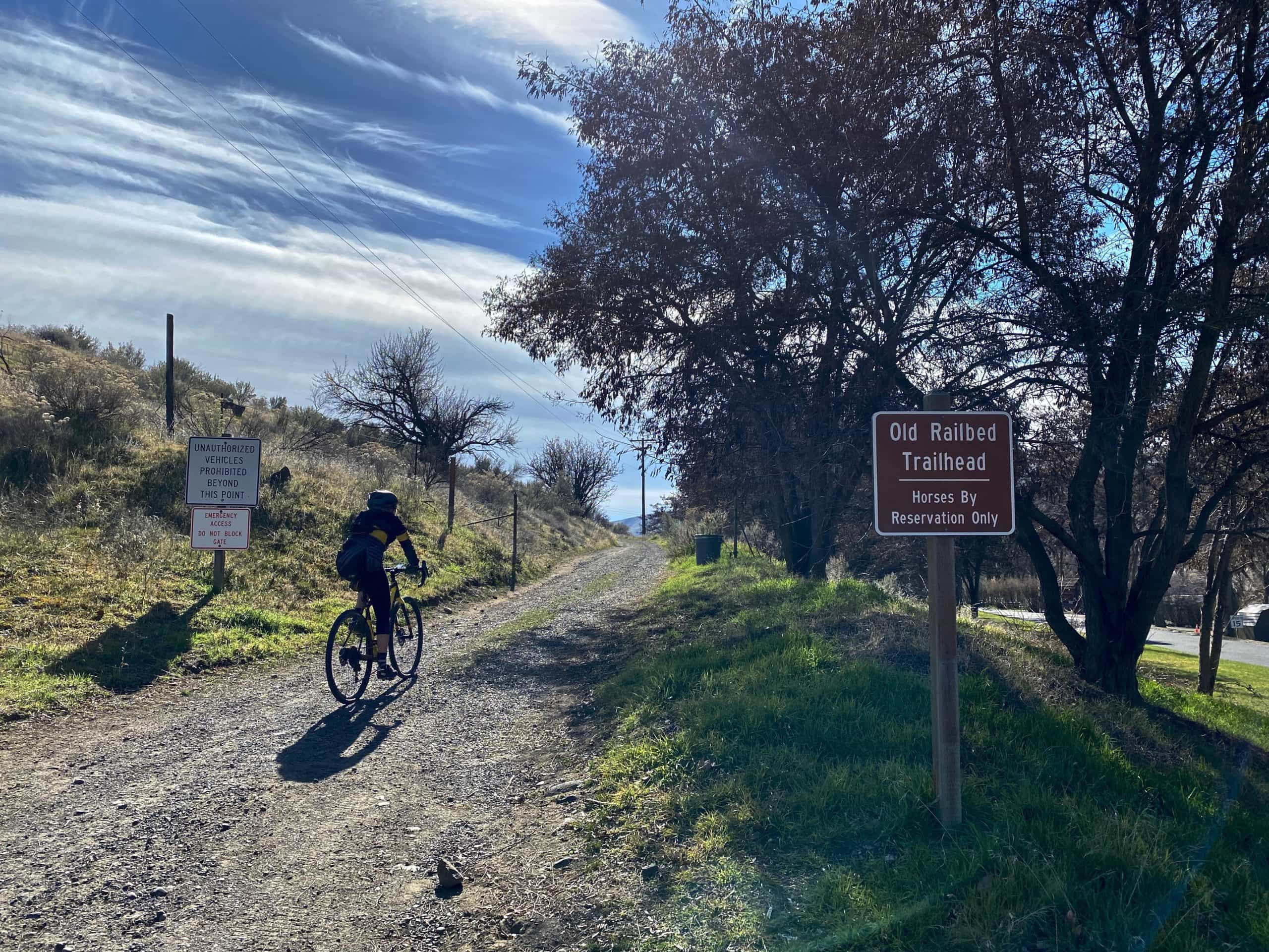 The Deschutes River Trail along the old railway bed near The Dalles, Oregon.
