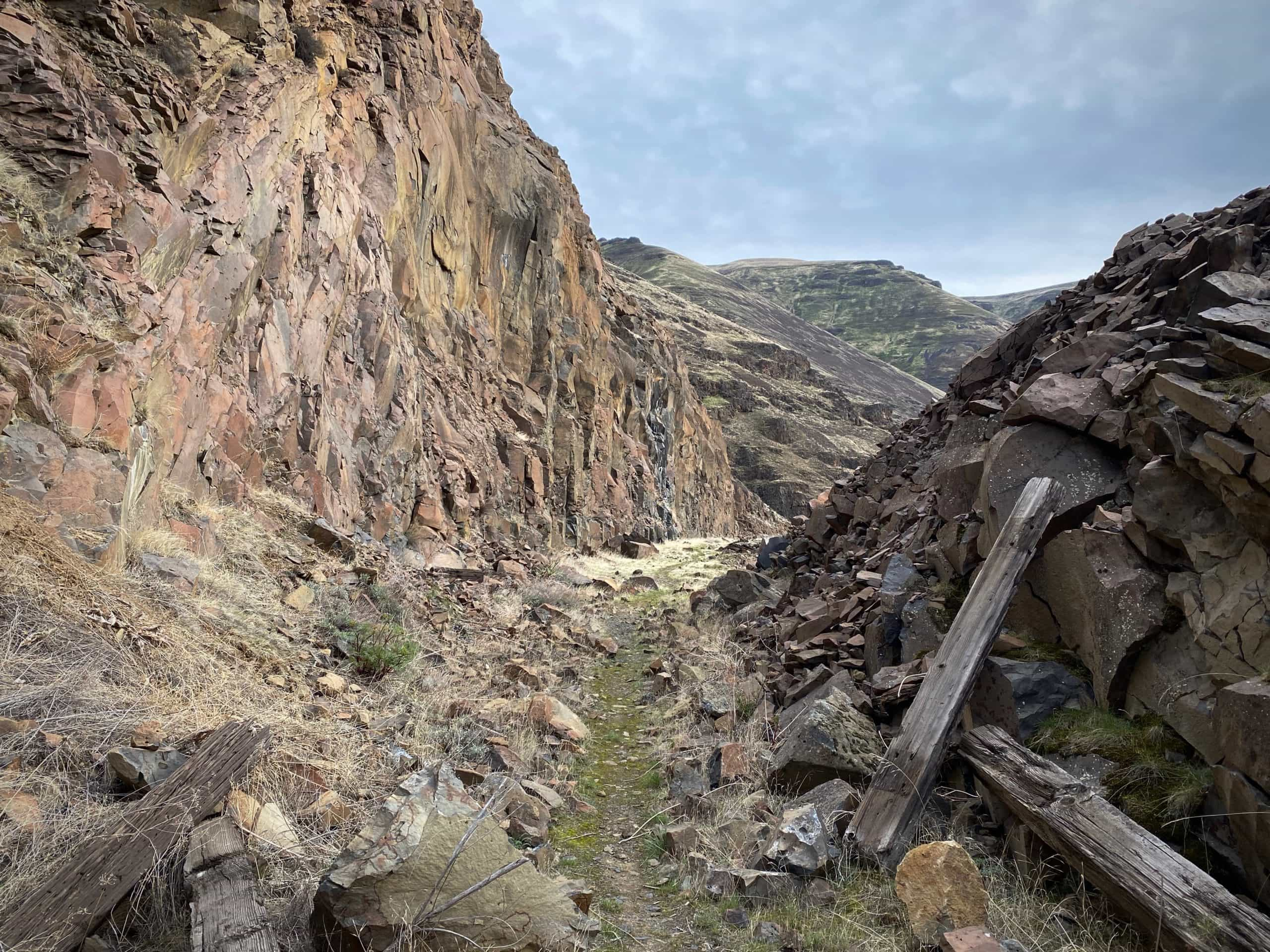 One of the single track sections on the Old Railway Trail along the Deschutes River near Biggs Junction, Oregon.