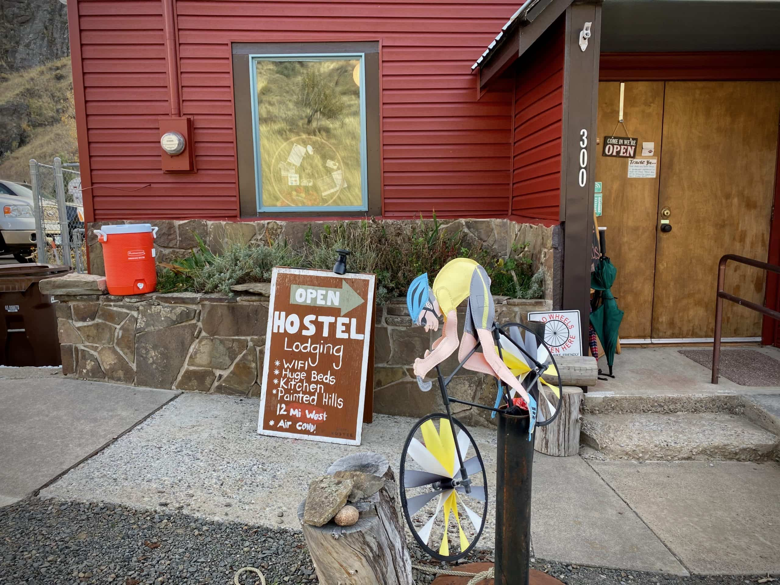 The front of the Spoke'n Hostel in Mitchell, Oregon.